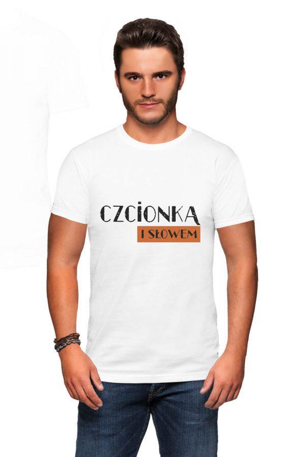 Koszulka czcionką i słowem