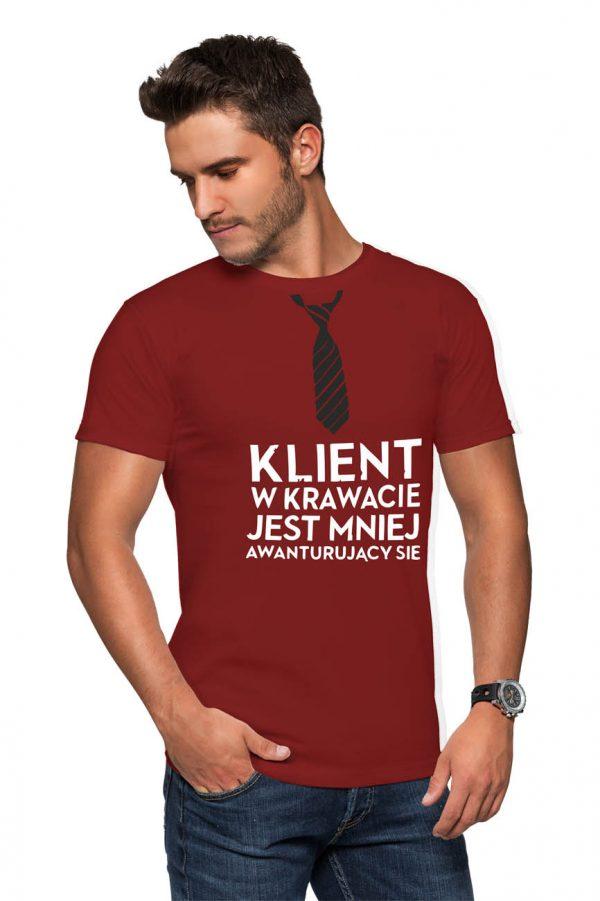 Koszulka klient w krawacie jest mniej awanturujący się